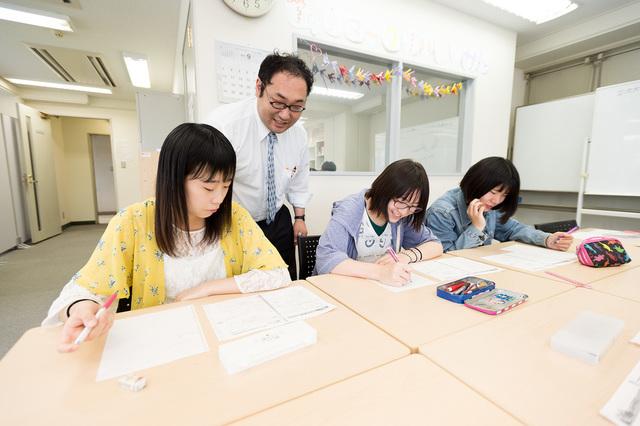 学習センターで勉強する様子。わからないところは先生にいつでも質問!