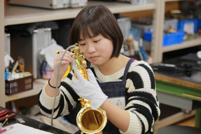 演奏も修理もできる管楽器リペアラー