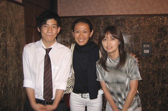 国連人口基金親善大使の時の有森裕子さんと生徒