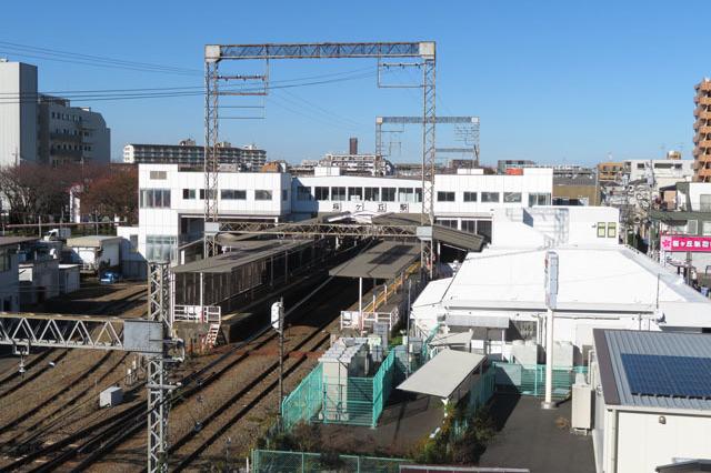 最寄り駅の桜ヶ丘駅を学校の屋上から撮影。