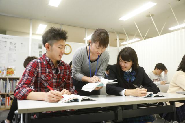 先生がたくさんいるから学習も進路もしっかりサポート