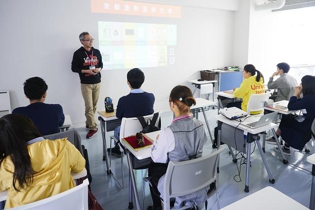 対話を中心とした授業で発想力や協働力を養います。