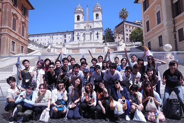 希望者は海外研修旅行にも行けます!