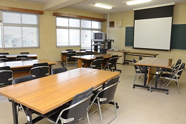 授業や用途に合わせた講義室の一つ