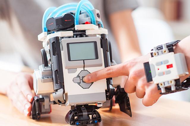 ロボット制作や話題のAIも学習!